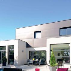 Une construction mixte : briques et bois Big Modern Houses, Bauhaus, Luxury Homes, Beautiful Homes, Architecture Design, Multi Story Building, New Homes, House Design, Mansions