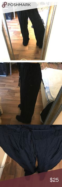 Zara chiffon pants Very nice and comfy chiffon black pants from Zara. Super light and nice to wear with heals but even cute sandals, as it's perfect length size (I am 169cm) Zara Pants Wide Leg