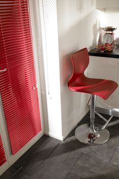 Our Scarlet Woman Venetian blind will make a real statement anywhere in the home. We've used it here in a modern kitchen, but it would look just as stunning in a child's or grown-up bedroom, or a dining room. Venetian blinds offer loads of privacy, making them perfect for overlooked spaces.