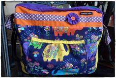 Elefantenparade Retro, Bunt, Diaper Bag, Vintage, Fashion, Moda, Fashion Styles, Diaper Bags, Mothers Bag