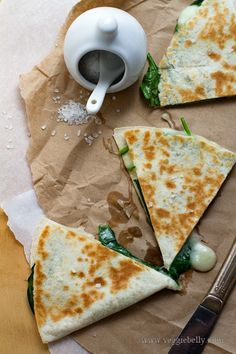 Spinach quesadillas—so good, so healthy, and totally easy. Una buena manera de aprovechar las espinacas del huerto.