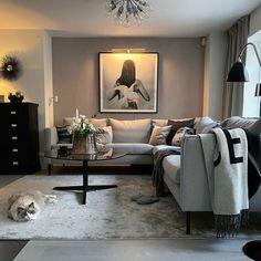En Feng Shui analys på i Stocksund Living Room Interior, Home Interior Design, Front Room Decor, Living Tv, Bathroom Design Small, Scandinavian Home, Modern House Design, Apartment Living, New Homes