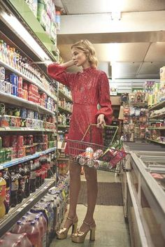 Rixo and Laura Jackson have collaborated on a capsule collection of romantic, feminine ready-to-wear, as part of the British brand's expansion plan 70s Inspired Fashion, 70s Fashion, High Fashion, Disco Fashion, Teen Fashion, Fashion Outfits, Studio 54 Fashion, Studio 54 Style, Style Année 70