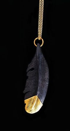 Single Feather Pendant in Black and Gold Black And Gold Aesthetic, Or Noir, Black Gold Jewelry, Gold Feathers, Crystal Gifts, Feather Necklaces, Black Women Art, Belle Photo, Black Backgrounds