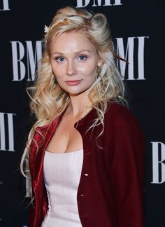 Clare bowen hair her hair is the most beautiful thing ive ever clare bowen hair pmusecretfo Images