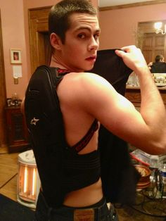 Stiles <3 he's just as buff as all the other guys, yet he is never shirtless on the show. whats up with that?