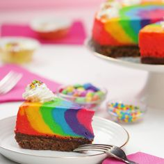 Looking to step your cakes up? This rainbow cheesecake is your ticket to wow town. Looking to step your cakes up? This rainbow cheesecake is your ticket to wow town. Rainbow Cheesecake, Rainbow Desserts, Rainbow Treats, Rainbow Food, Köstliche Desserts, Delicious Desserts, Dessert Recipes, Rainbow Zebra, Birthday Cheesecake