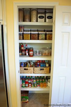 Small Pantry organizing. Love the staggered, clear storage containers.