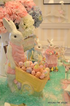(via Easter Parade ❤) Hoppy Easter, Easter Bunny, Easter Eggs, Easter Parade, Festa Party, Easter Crafts, Easter Decor, Easter Ideas, Easter Centerpiece