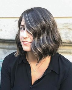 Gentle Silver Highlights - The Hottest Shades And Highlights For Gray Hair - It's Rosy Brown Hair With Silver Highlights, Grey Brown Hair, Hair Highlights And Lowlights, Color Highlights, Chunky Highlights, Caramel Highlights, Grey Hair Transformation, Transition To Gray Hair, Nagellack Trends