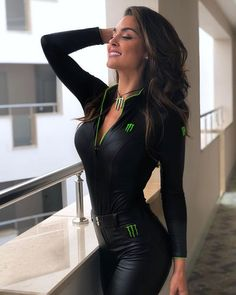 Women in leather Filles Monster Energy, Monster Energy Girls, Monster Girl, Beach Party Outfits, Promo Girls, Looks Pinterest, Leather Dresses, Leather Outfits, Leather Shorts