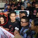 "Nagaswara Dan Musisi ""Gerakan Melipat Pembajakan"" https://www.youtube.com/watch?v=0eVU9UH1MYQ Pada tanggal 1 November 2017, rekan-rekan Artis"" NAGASWARA & kawan-kawan musisi Indonesia, turun ke lapangan lagi untuk melanjutkan perjuangan kita melawan pembajakan.  Selama ini rekan-rekan selalu berjuang dan berjuang tanpa mengenal lelah untuk mencapai Indonesia tanpa produk musik bajakan.  Semoga perjuangan hari ini akan mencapai kemerdekaan dan menghentikan mesin para pembajak, Amin #NAGASWARA…"