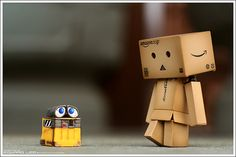wall-e meets danbo Danbo, Amazon People, Box Robot, Amazon Box, Robots Characters, World Map App, Wall E, Little Boxes, Funny Faces