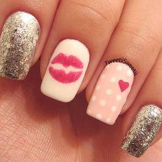 Heart kiss glitter nails.  Photo by tweetiisweetii