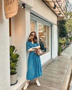 Korean Girl Fashion, Korean Fashion Trends, Ulzzang Fashion, Fashion Photography Poses, Fashion Poses, Fashion Outfits, Modest Fashion, Trendy Fashion, Parisienne Chic
