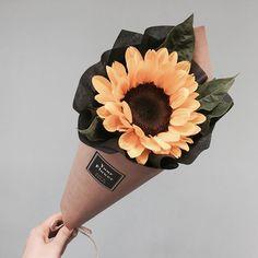 Bouquet Of Sunflowers Single Flower Bouquet, Flower Boquet, Bouquet Wrap, My Flower, Yellow Bouquets, Sunflower Bouquets, Floral Bouquets, Sunflower Arrangements, Beautiful Flower Arrangements