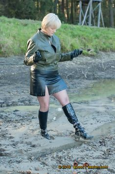 Lady wearing green leather jacket with black skirt while walking in mud with black PVC boots Tight Leather Pants, Black Leather Skirts, Granny Pantyhose, Mudding Girls, Plus Size Blog, Vynil, Green Leather Jackets, Pantyhose Outfits, Mature Fashion