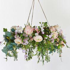 Spring floral wreath chandelier - New house ideas - Blumenkranz Hanging Flowers, Diy Flowers, Paper Flowers, Wedding Flowers, Drawing Flowers, Flowers Garden, Watercolor Flowers, Spring Flowers, Blue Flowers