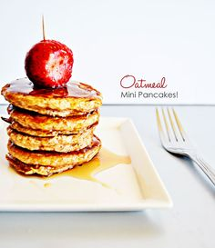 Oatmeal Mini Pancakes: you can substitute some of the ingredients with healthier alternatives for an even healthier pancake. you can eliminate the whole wheat flour too and make the pancakes with just oatmeal and egg whites and they'll stay together. Oatmeal Pancakes, Pancakes And Waffles, Oatmeal And Eggs, My Favorite Food, Favorite Recipes, Yummy Treats, Yummy Food, Breakfast Recipes, Breakfast Ideas