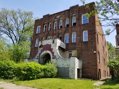 Brick 14-unit apartment building for sale in Detroit, MI! Perfect for an investor experienced in renovation/development, this building has an earning potential of $10,000+/- per month! Building is vacant, has sustained some fire damage and is presently secure. Please contact Downtown Realty for access details. #DTRdetroit #realestate #detroit #commercialrealestate #apartmentbuilding #immobilier #realtor #motown https://www.dtrdetroit.com/