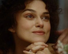 Regardez la bande annonce du film Anna Karenine (Anna Karenine Bande-annonce VO). Anna Karenine, un film de Joe Wright