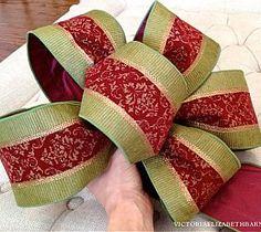 How to Make a Bow. Step-by-step for Christmas Decorating