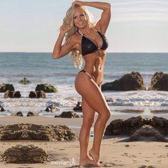 Female Form #StrongIsBeautiful  #Motivation  #WomenLift2  Jen Heward