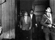 Salvador Allende pronto para resistir ao Golpe no Palacio La Moneda