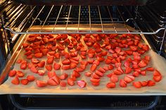 How to Oven Dry Strawberries