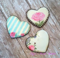 *THESE ARE THE MOST BEAUTIFUL COOKIES I HAVE EVER SEEN!!! THERE IS NO WAY ON EARTH I WOULD EVER EAT ONE! THE ARTIST WHO MAKES THESE....I WONDER IF THEY NEED AN APPRENTICE..........Hmmmmmmm?! *A