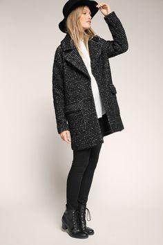 Moderner schwarzer #Mantel von #Esprit. Der Mantel begeistert in gerippter #Bouclé-Optik. ♥ ab 149,99 €