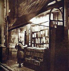 Libreria antiquaria in Sicilian Avenue, Londra. 1920