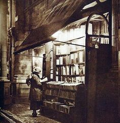 Libreria antiquaria in Sicilian Avenue, #Londra. 1920 |  | #books #libreria #library #libri #bookshop #biblioteca #bookshelves