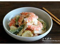 새우 잣소스 냉채 만드는법, 새우냉채 만드는법 Korean Dishes, Korean Food, Food Design, Seafood Salad, Asian Recipes, Ethnic Recipes, Canapes, Potato Salad, Shrimp