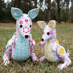 """The most famous Aussie animal would of course have to be the stunningKangaroo!Hop and Skip are the sweetest little kangaroo family and are the perfect way tobring a little bit of the Aussie bush into your home and hearts!This pattern is suitable for intermediate to advanced sewers.Completed size: Hop is approx. 30cm (12"""" tall) And Skip is approx. 24cm (9.5"""" tall)Patterns contain step-by-step instructions and the full sized templates to create your own Kangaroos."""