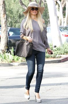 My favorite casual outfit of Paris Hilton. Very nice!