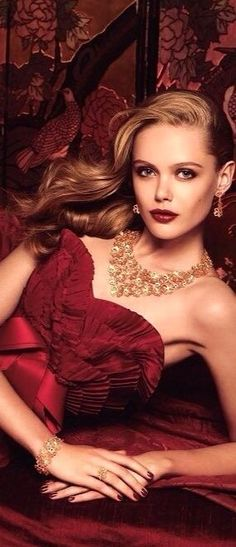 Frida Gustavsson, Burgundy And Gold, Burgundy Wine, Burgundy Gown, Glamour, Color Borgoña, Provocateur, Red Fashion, Fashion Models