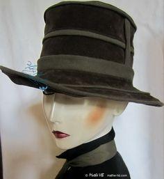 chapeau chic automne hiver, vert bronze et olive, style rétro avant-gardiste, unisexe 56-57-cm, élégance jours de pluie en ville et campagne de la boutique MatheHBcouture sur Etsy