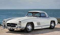 This 1962 Mercedes-Benz 300SL Roadster