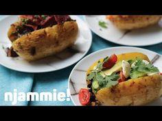 """Het lekkerste recept voor """"Gevulde aardappel met zalm en kappertjes """" vind je bij njam! Ontdek nu meer dan duizenden smakelijke njam!-recepten voor alledaags kookplezier! Tapas, Snack, Baked Potato, Mexican, Potatoes, Baking, Ethnic Recipes, Halloween, Food"""
