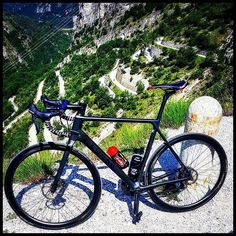 Skinny black disk brakes? Good or bad? Follow us @gwcycling #cyclingapparel #cyclingpics #procycling #bicidacorsa #gwcycling #instagramexpert #roadcycling