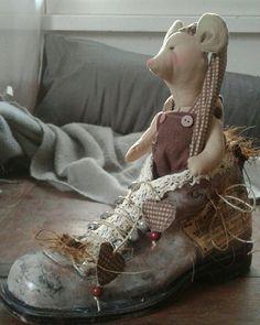 Christmas mouse in a shoe Christmas Deco, Victorian, Shoe, Dresses, Fashion, Christmas Decor, Vestidos, Moda, Zapatos