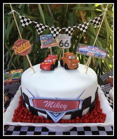 Disney Cars Cake - simple cakes on www.ismycrazyshowing.com
