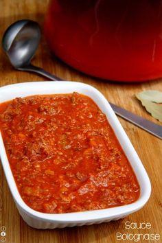 Authentique sauce à la bolognaise comme à Bologne  Retour aux sources des véritables recettes italiennes, cette sauce peut évidemment servir pour les spaghetti bolognaise et aussi pour les lasagnes