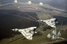 Vulcan & flying over the Ballistic Missile Early Warning System at RAF Fylingdales. Military Jets, Military Aircraft, Military Weapons, Vickers Valiant, Drones, V Force, Avro Vulcan, British Aerospace, Delta Wing