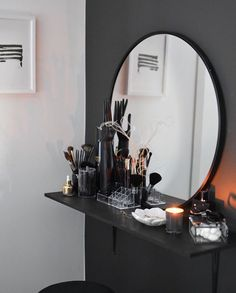 Clever Ways to Use Small Space for Dressing Table with mirror - Thehomehappy Small Dressing Rooms, Small Dressing Table, Dressing Room Design, Dressing Table Mirror, Room Ideas Bedroom, Small Room Bedroom, Bedroom Decor, Woman Bedroom, Aesthetic Room Decor