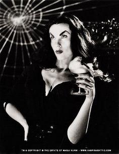 Picture of Vampira Female Vampire, Vampire Queen, Cute Backgrounds For Phones, Vampire Pictures, Vampire Pics, Cassandra Peterson, Carolyn Jones, Yvonne De Carlo, Gothic Culture
