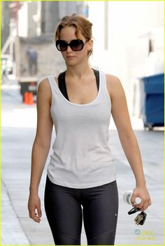 Jennifer Lawrence heading to the gym, I should go to the gym too