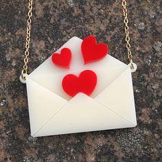 Collar de carta de amor - acrílico cortado con láser