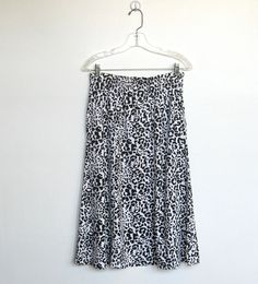 SOLD / Vintage 1980s Aileen / Black & White by VelouriaVintage, $20.00
